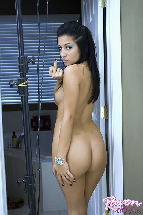 nsfw-raven-riley-over-the-shoulder-finger